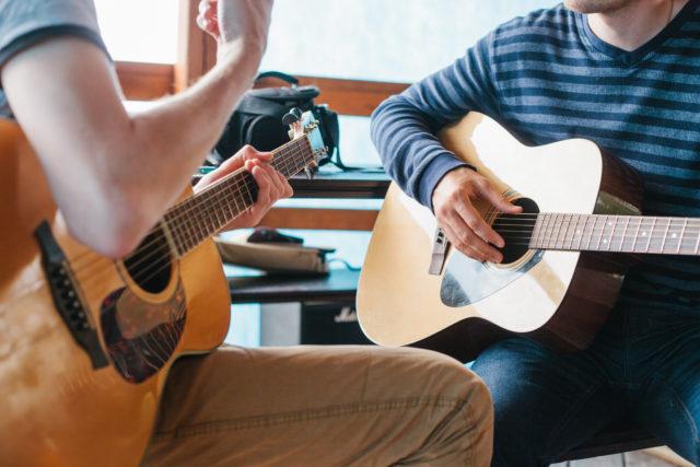 ギター 習う