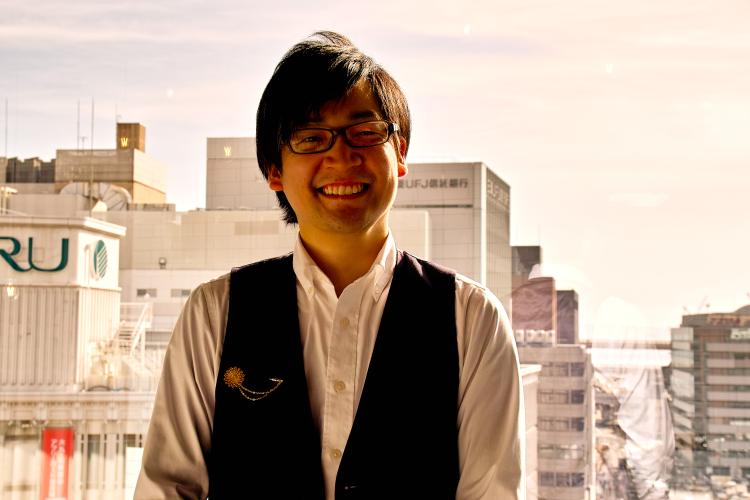 アコギ体験レッスンの講師・吉田先生