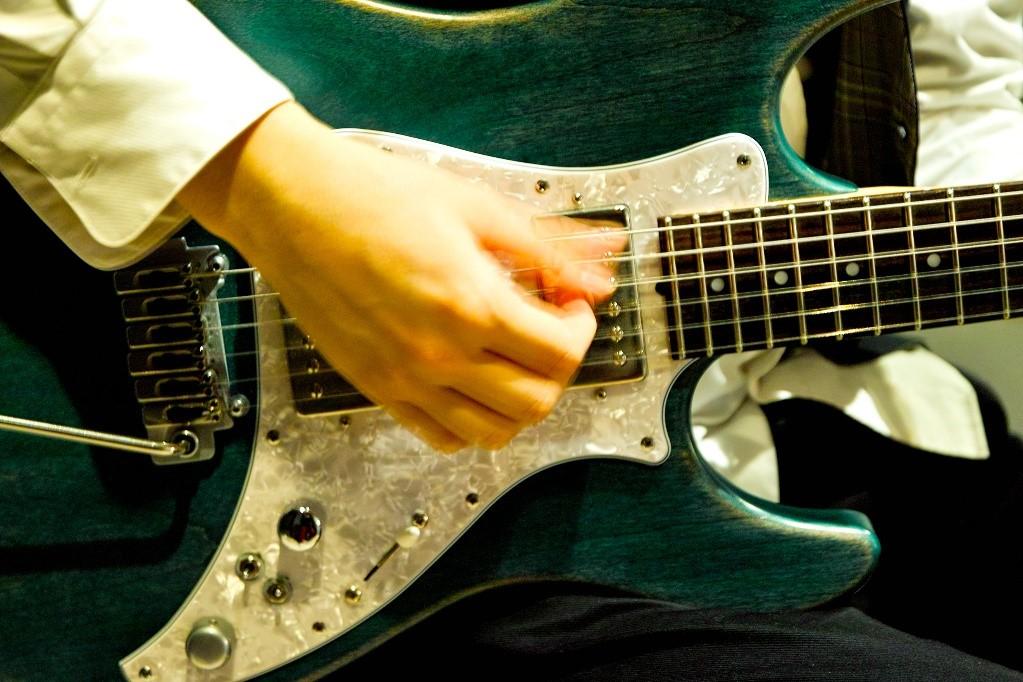先生のギター演奏に見入ってしまいます
