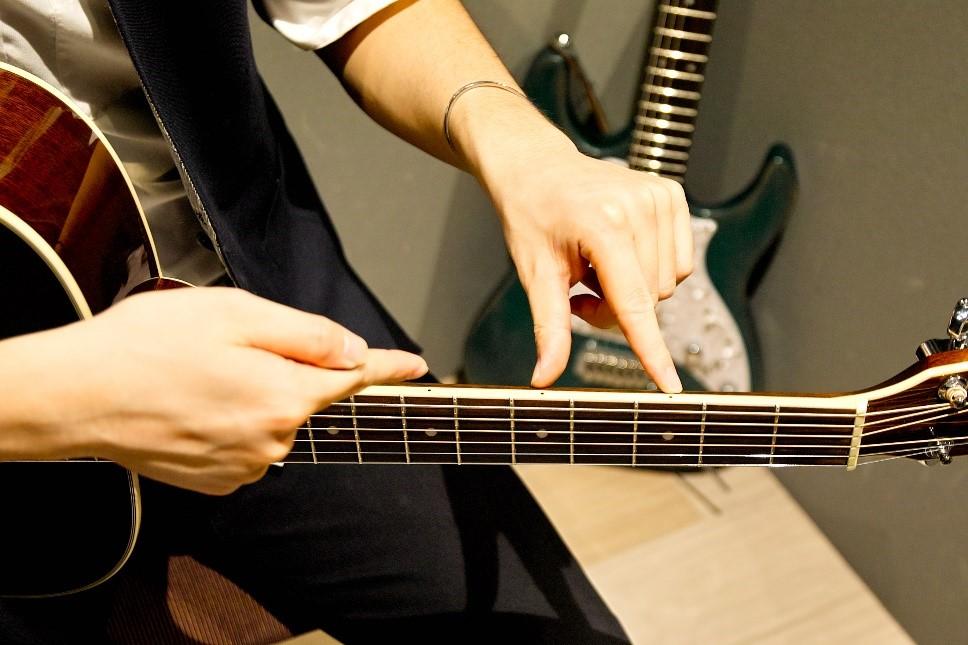 5弦の3フレット目を弾く