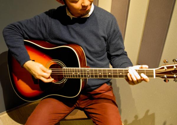 初めてアコギを弾きますがキレイな音が出ました
