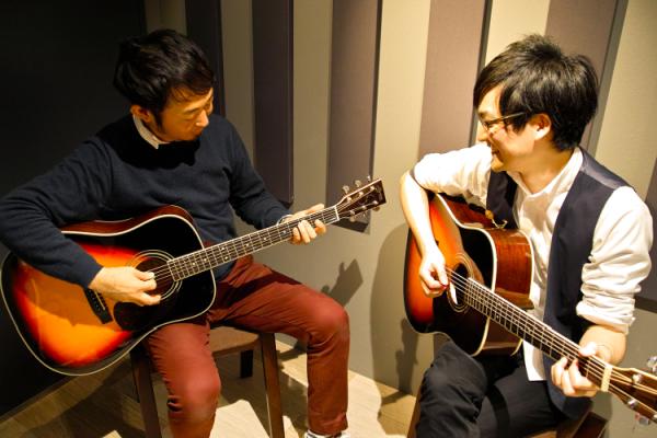 アコースティックギターの無料体験レッスンの様子