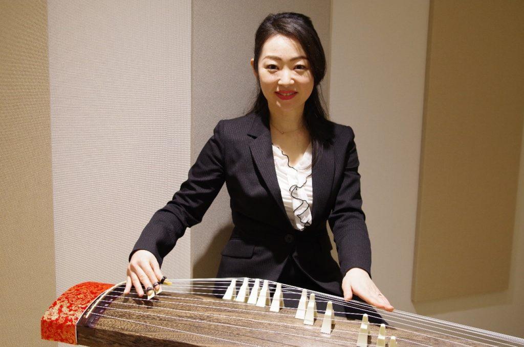 今回の筝(琴)の体験レッスンを担当いただく石谷先生