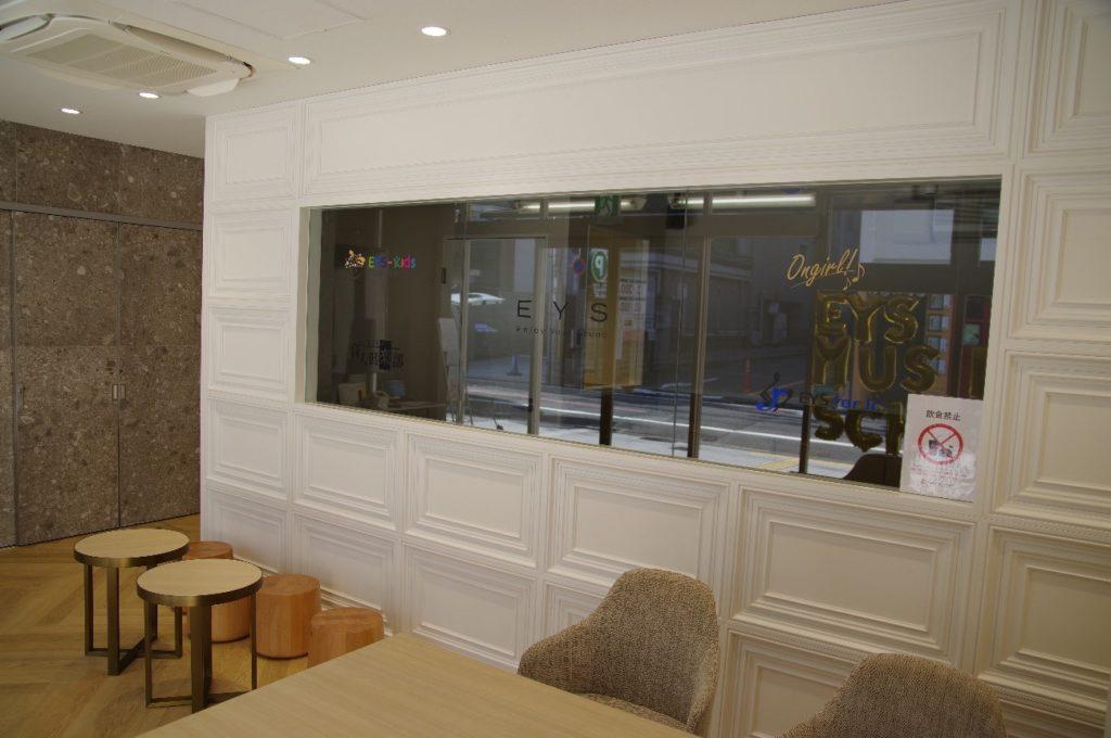 EYS音楽教室京都スクールの入り口付近の待合スペース