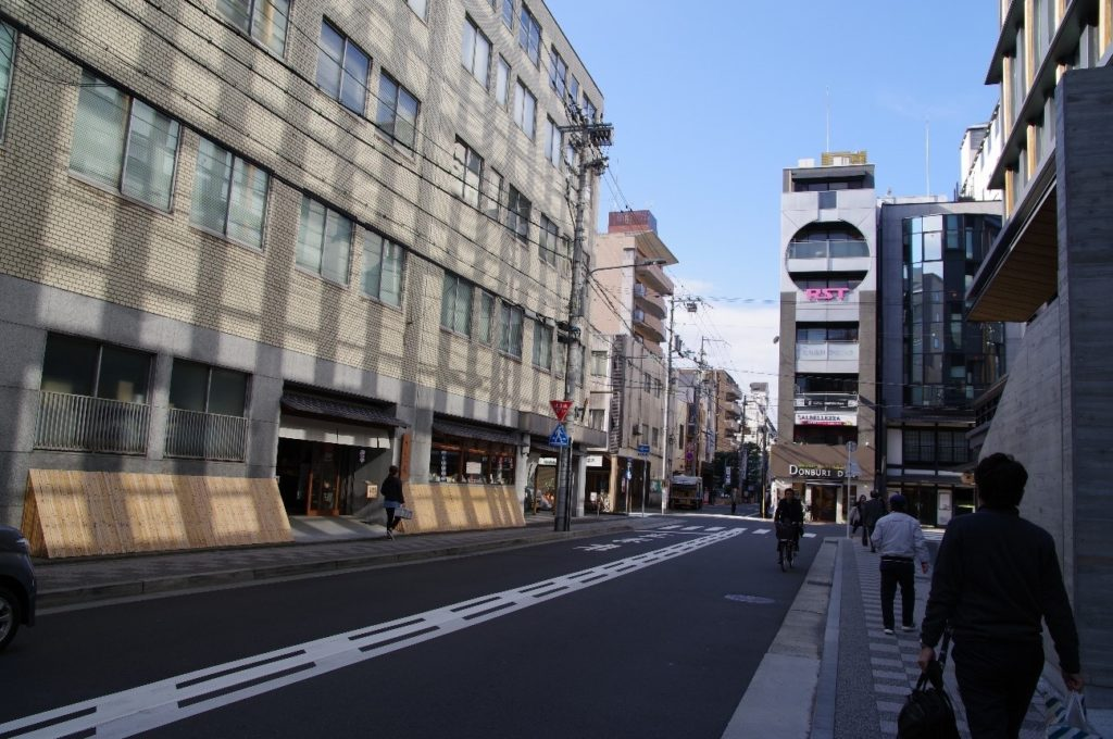 京都教室への道中は歩道も結構広めで楽器持ちながらでも歩きやすい
