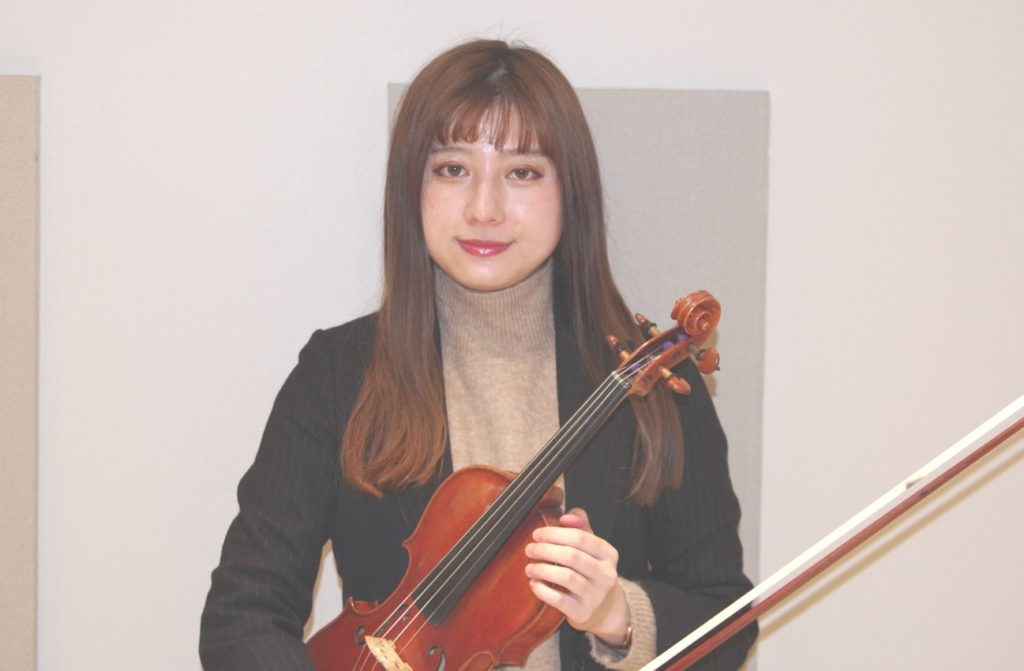 今回のバイオリン体験レッスン担当の井口華奈先生
