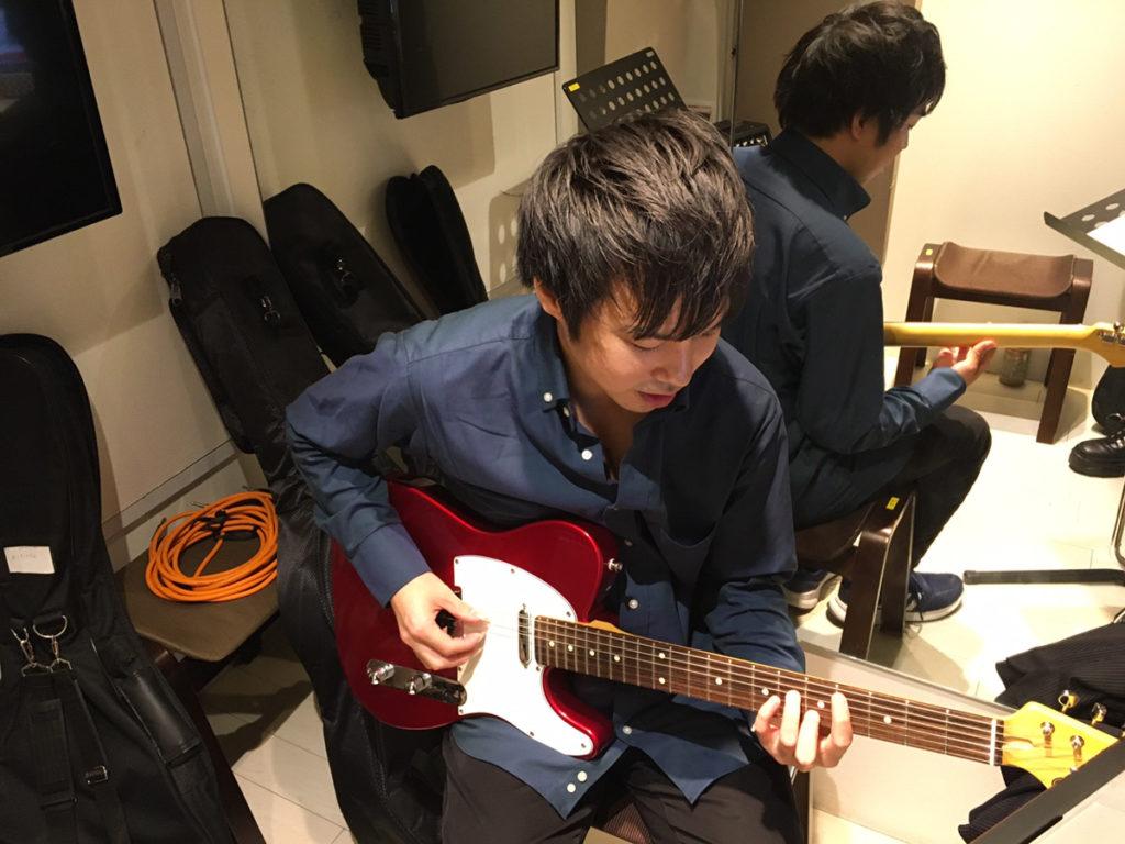 エレキギターの中野先生