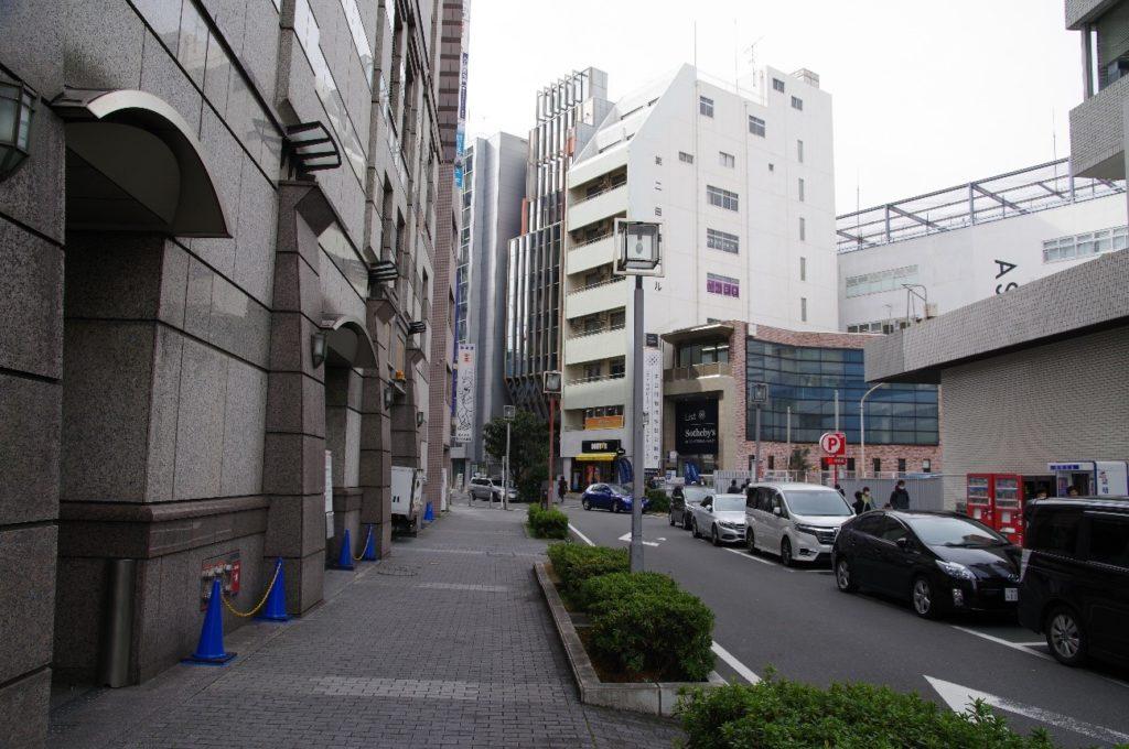 ドトールの隣のビルが横浜スタジオ
