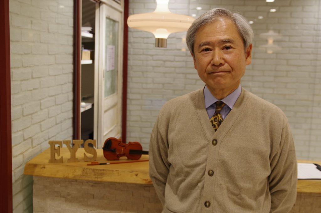 沖縄三線体験レッスンの講師は高塚和彦先生