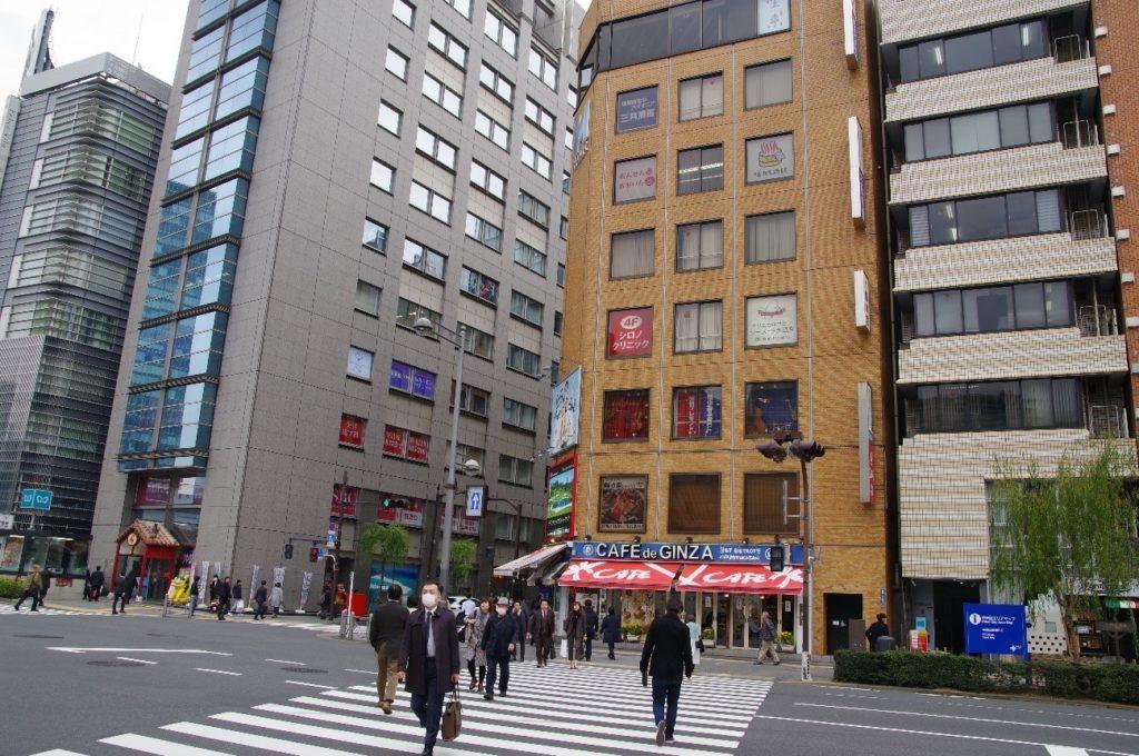 EYSミュージックスクールの銀座スタジオ前の有楽橋交差点